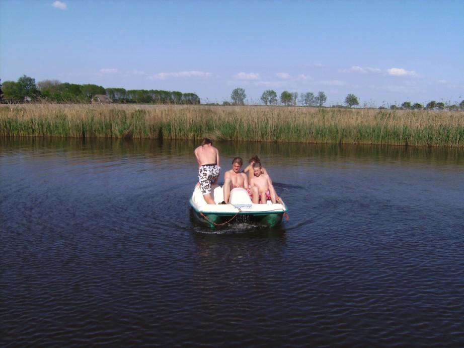 waterfietsen en kano's gratis door gasten te gebruiken